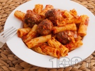 Макарони с кюфтенца и доматен сос